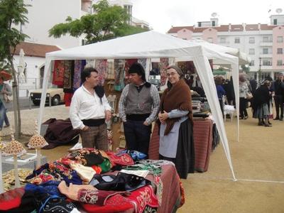 Gentes de Almeirim anima mercado