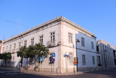 Câmara de Almeirim fechada para obras