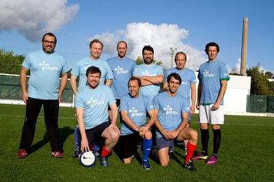 Presidente da Câmara de Almeirim de calções, t-shirt … e botas de futebol