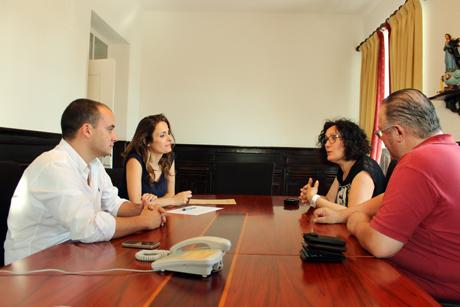 Jornal O Almeirinense e Associação Comercial assinam acordo (VÍDEO)