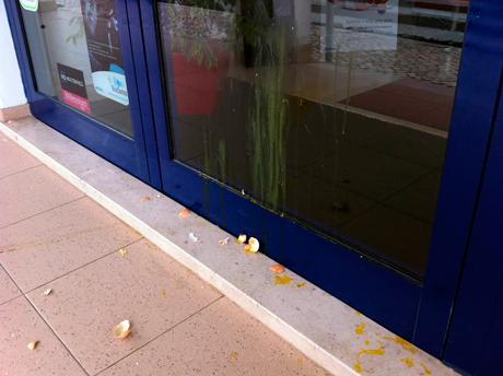 Loja vandalizada em Almeirim