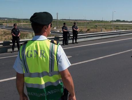 Notícia Almeirinense: Falsos militares da GNR assaltam idosa