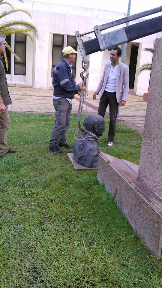 Busto de Francisco Henriques partido e roubado