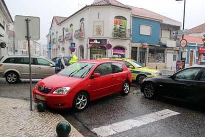 Acidente com três viaturas no centro da cidade