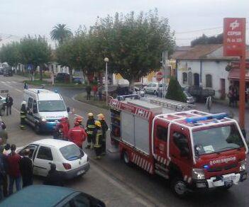 Bombeiros estreiam viatura num acidente em Benfica do Ribatejo