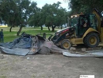 Noticia O Almeirinense: GNR manda abaixo barracas ilegais e residentes fiscalizados