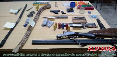 Armas e droga apanhadas a suspeito de maus tratos a menores