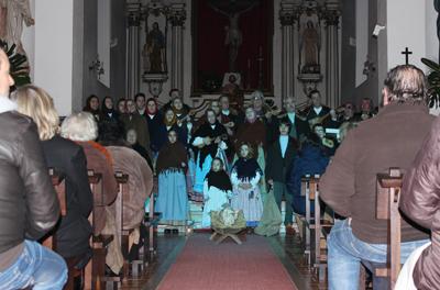 Igreja cheia no Encontro de Cantares ao Menino