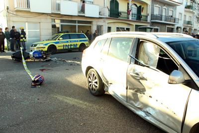 Dois mortos em acidente no centro de Almeirim (VIDEO)