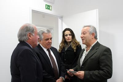 Diretores de O Almeirinense entregam prenda ao CRIAL
