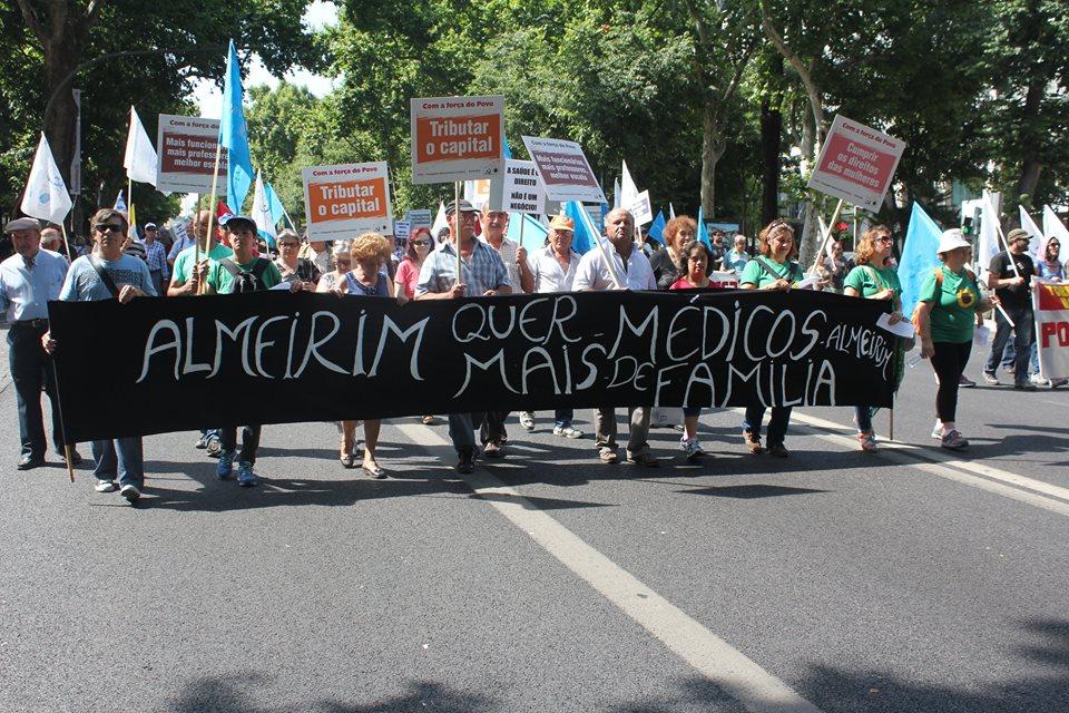 Falta de médicos em Almeirim chega a manifestação com milhares de pessoas