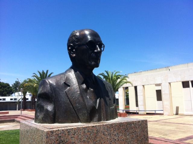 Busto de Francisco Henriques recolocado