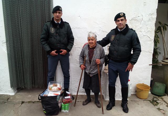 Militares da GNR de Almeirim entregam cabazes a carenciados (Video)