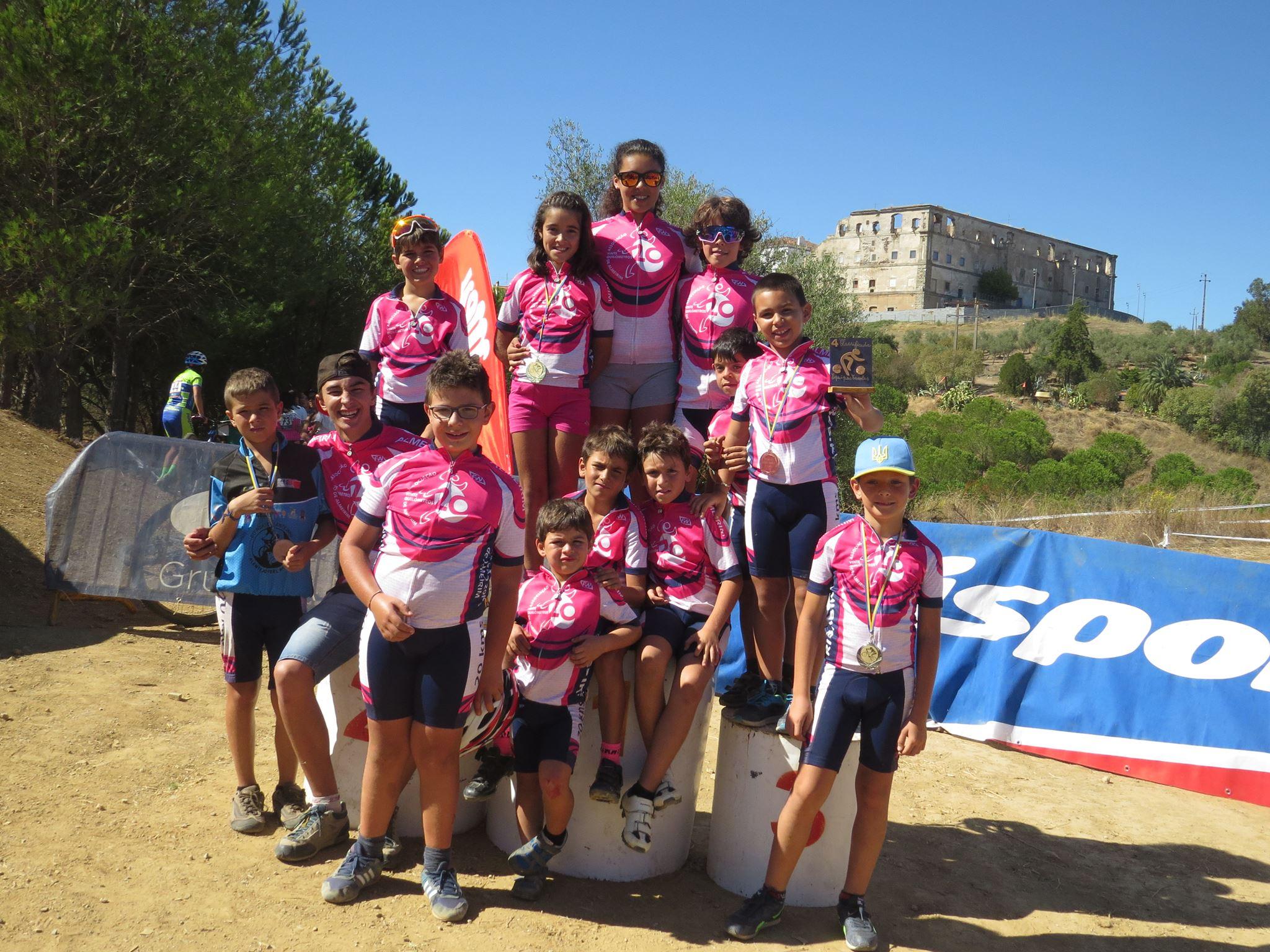 Escolinha 20 km Almeirim: Bi-campeã regional de BTT
